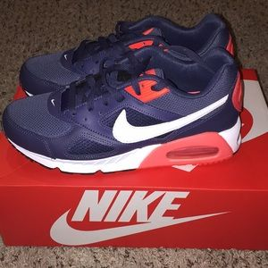 Women's NIKE AIR MAX IVO sneakers size 9